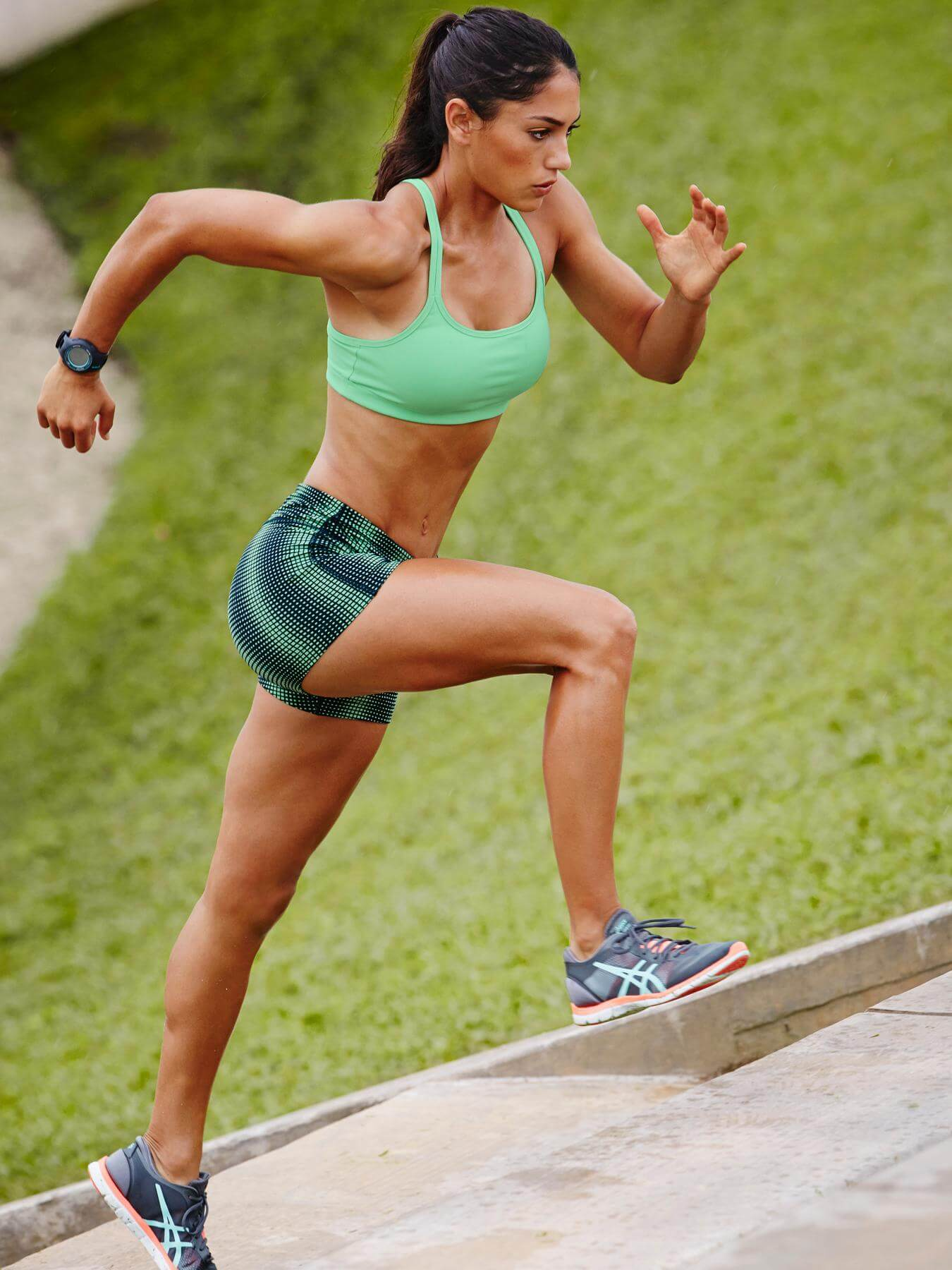 Allison Stokke sexy thigh