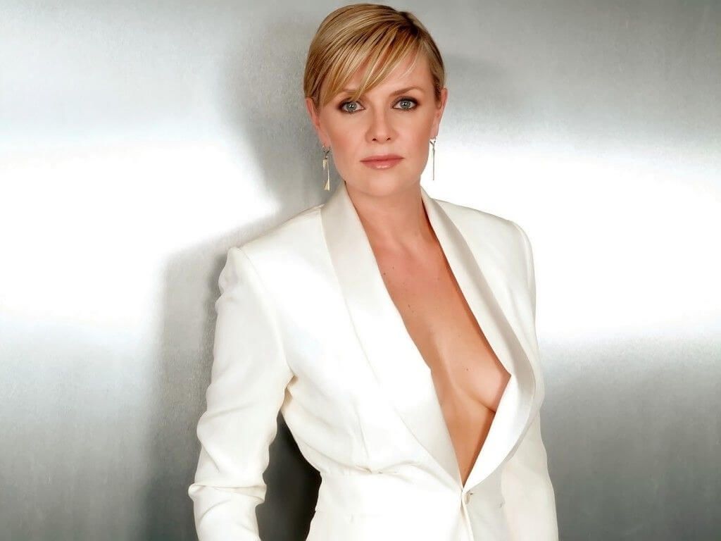 100 Images of Amanda Tapping Cameltoe