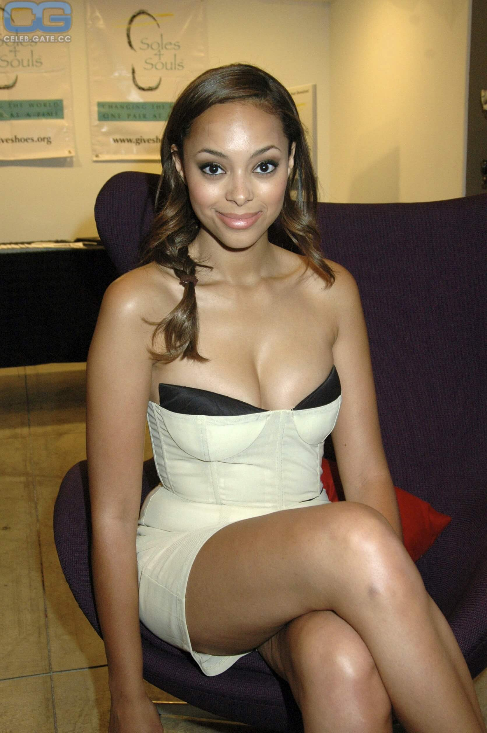 Amber Stevens West cleavage photo