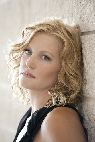 Anna Gunn Short Hair