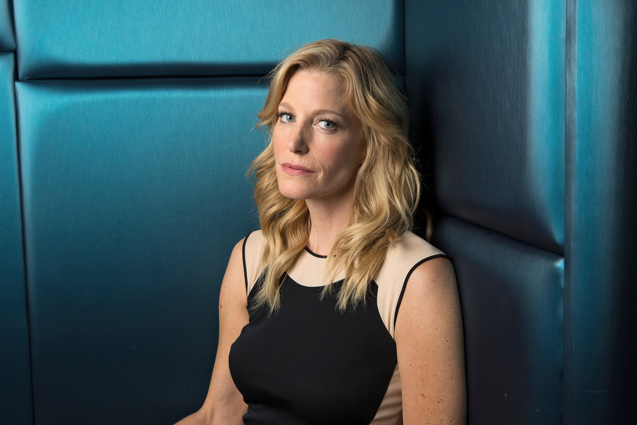 Anna Gunn on Suting