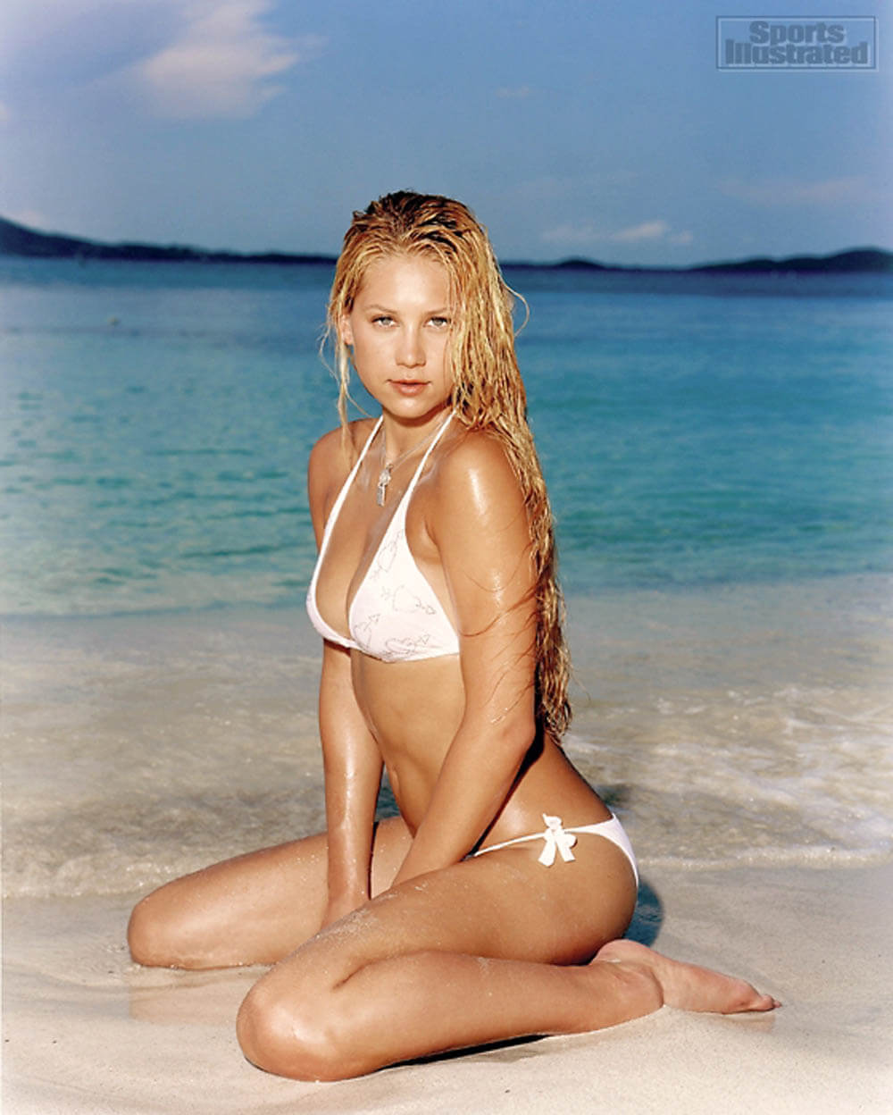 Anna Kournikova hot sea beach scene