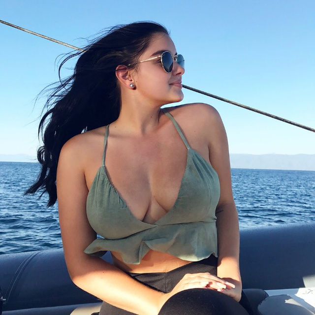 Ariel Winter hot picture