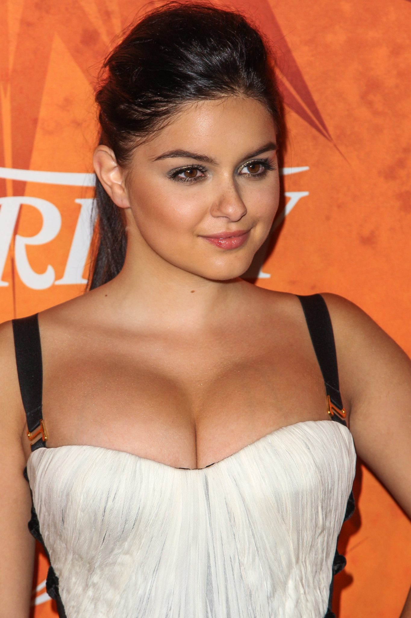 Ariel Winter sexy lady photo