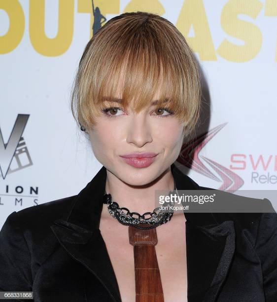 Ashley Rickards very hot picture