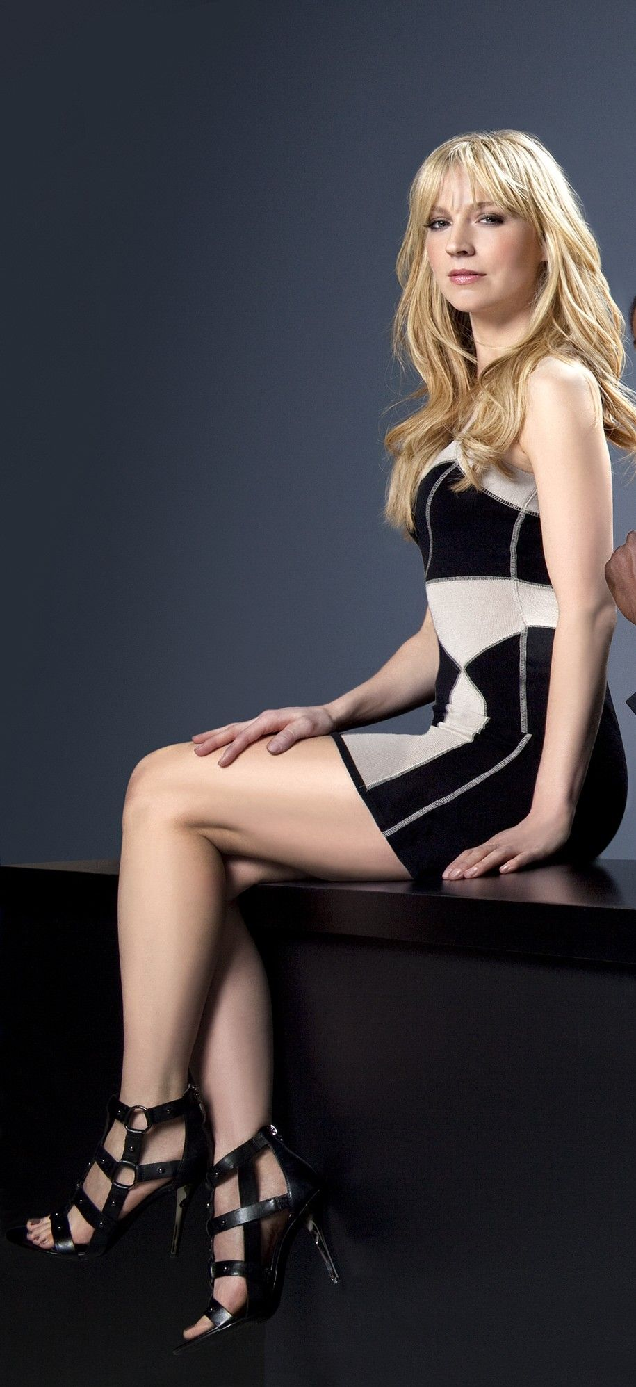 Beth Riesgraf too sexy pic