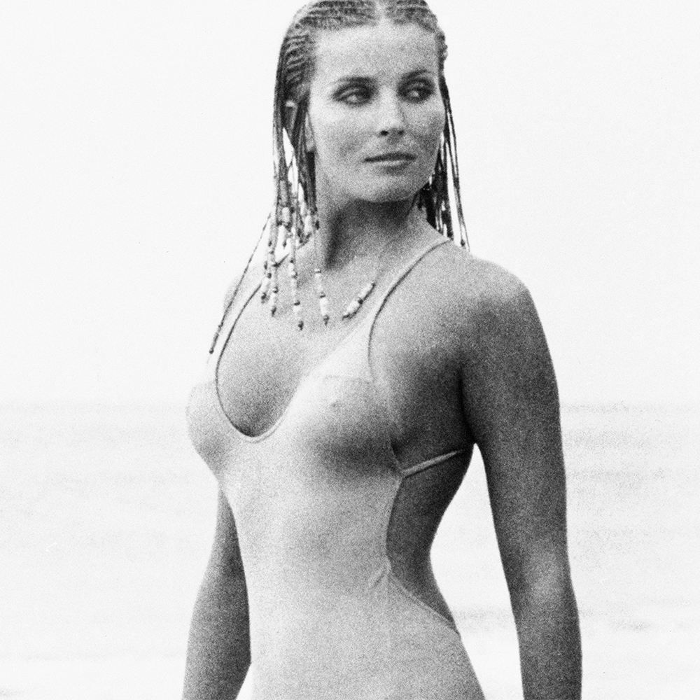 Bo Derek hot women photo