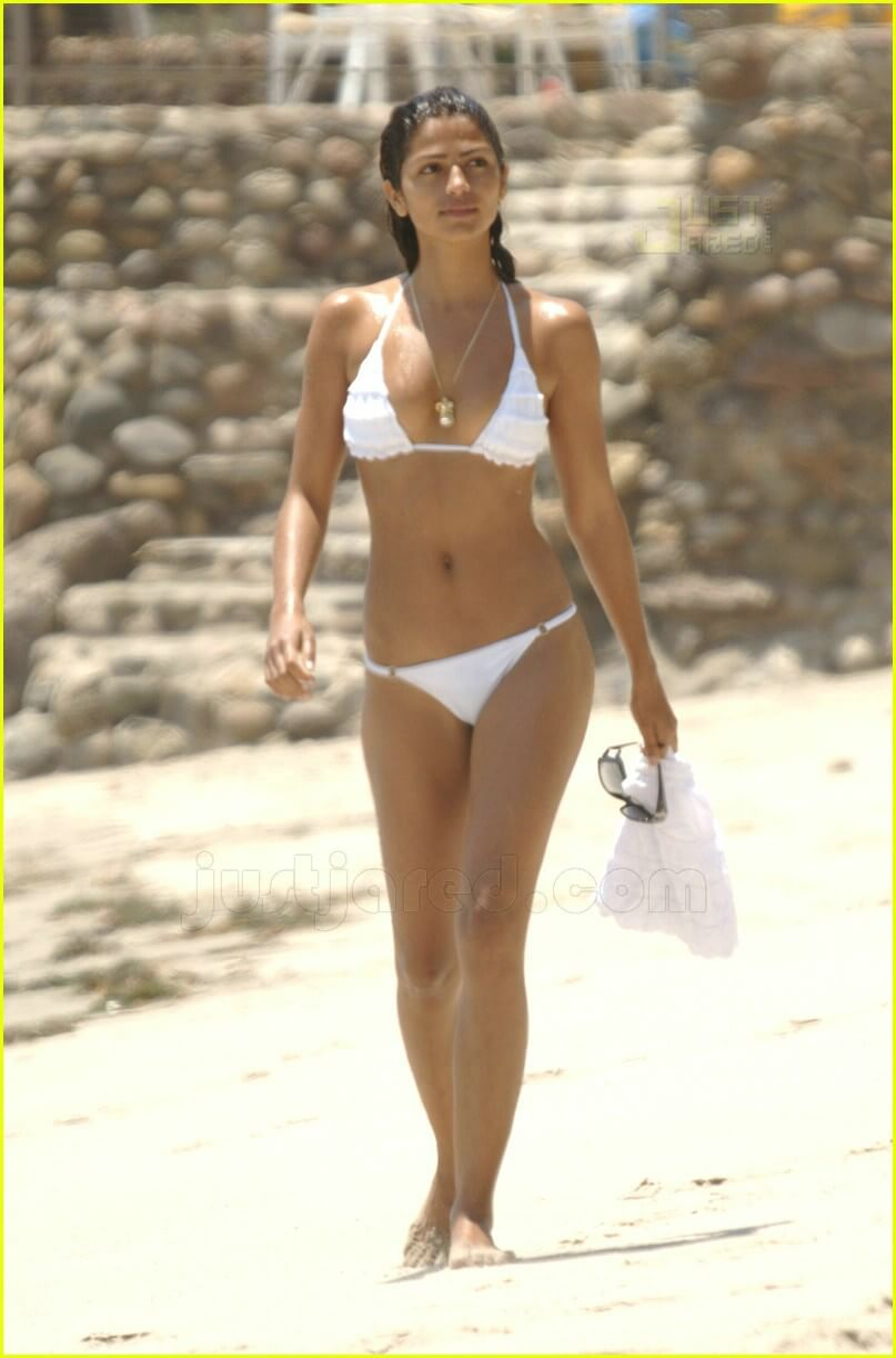 Camila Alves hot bikni pics
