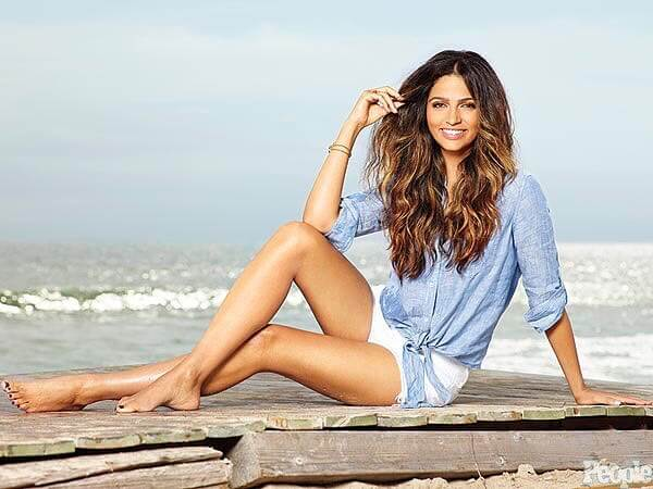 Camila Alves hot thighs