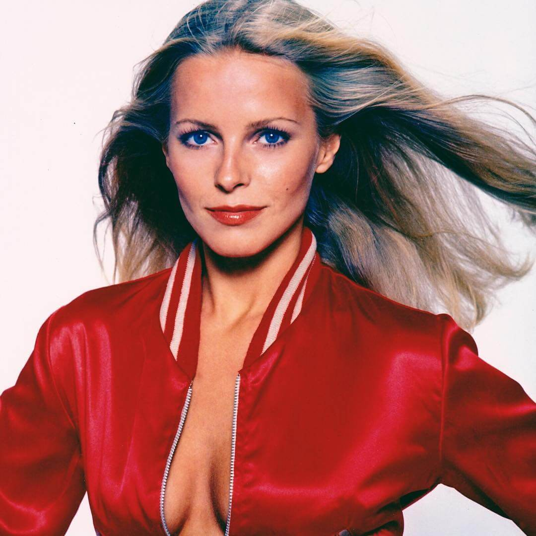 Cheryl Ladd sexy cleavages pic