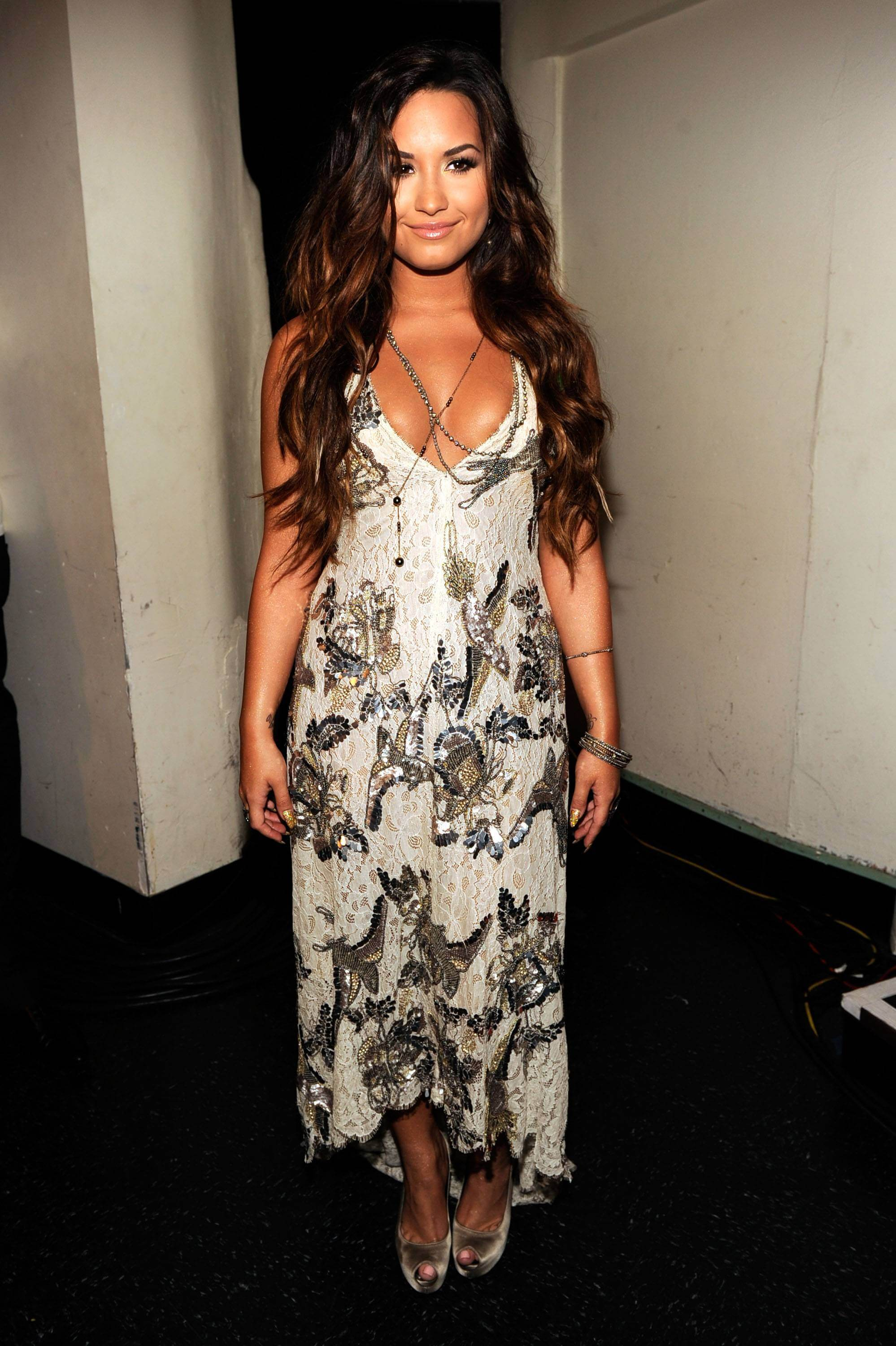 Demi Lovato hot cleavages pics