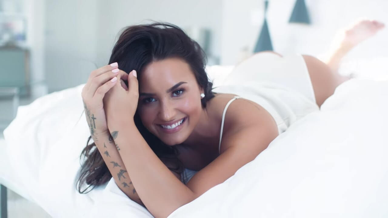 Demi Lovato hot sexy