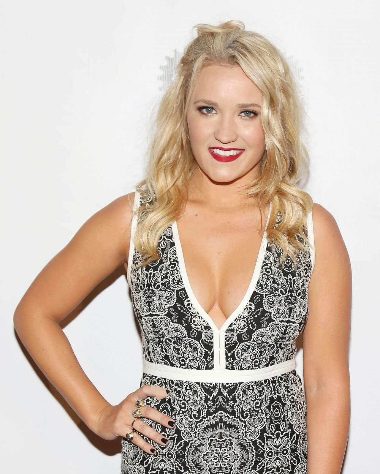 Emily Osment hot cleavages pic