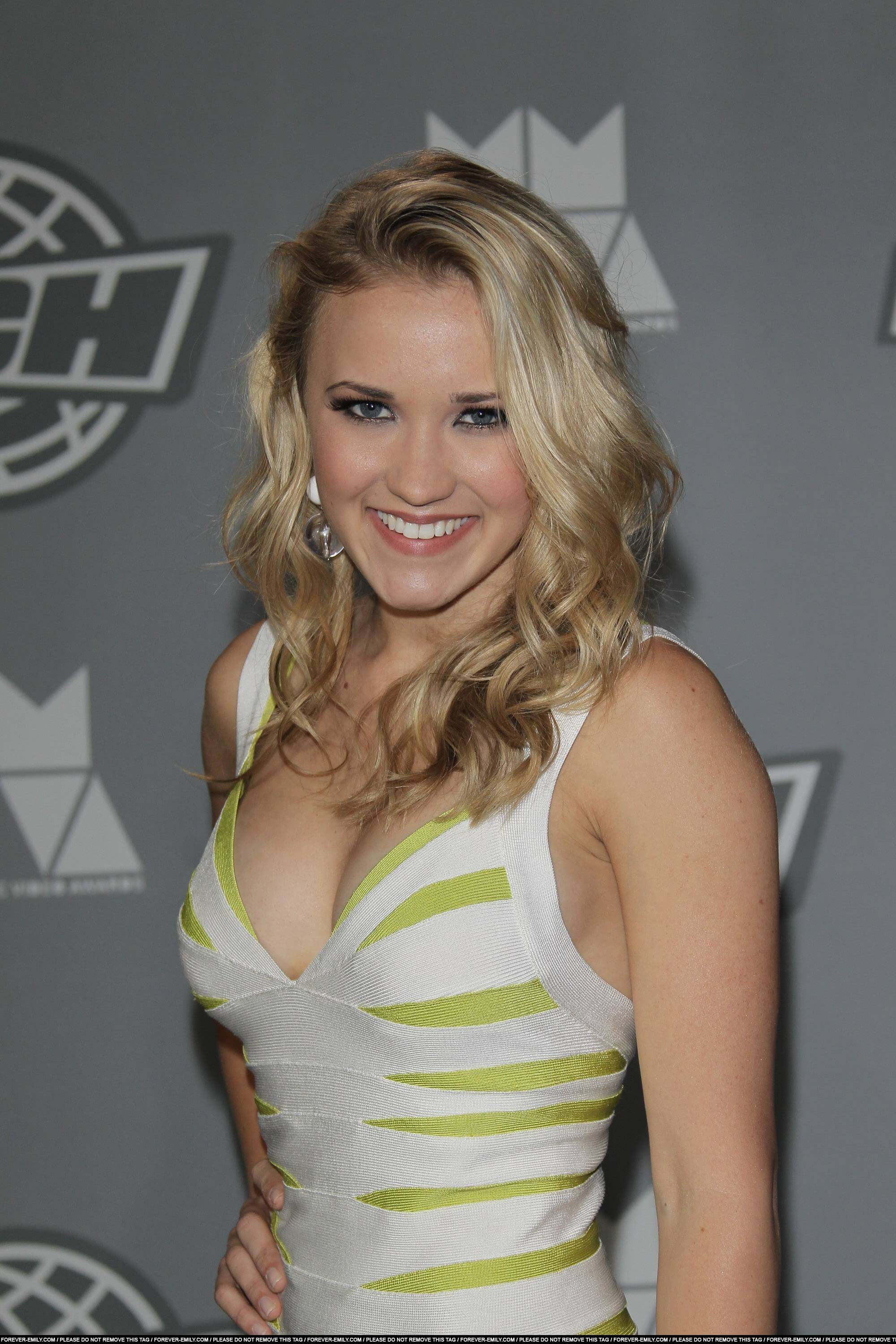 Emily Osment hot side pic