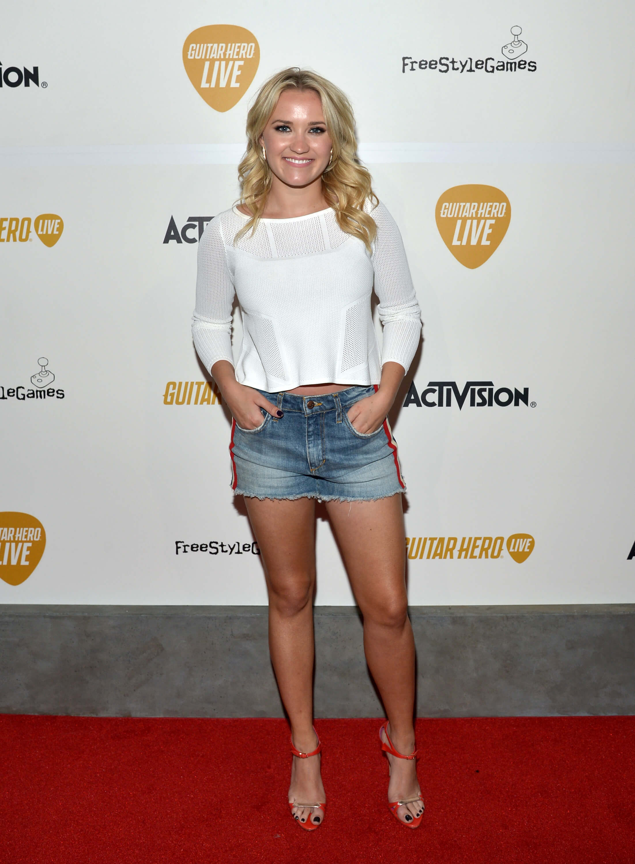 Emily Osment hot thighs (2)