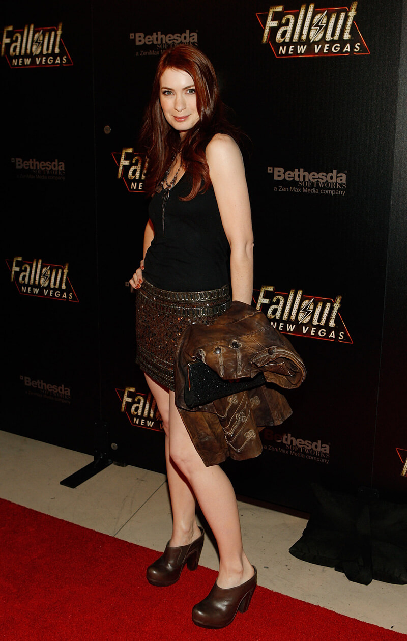 Felicia Day hot side look (2)