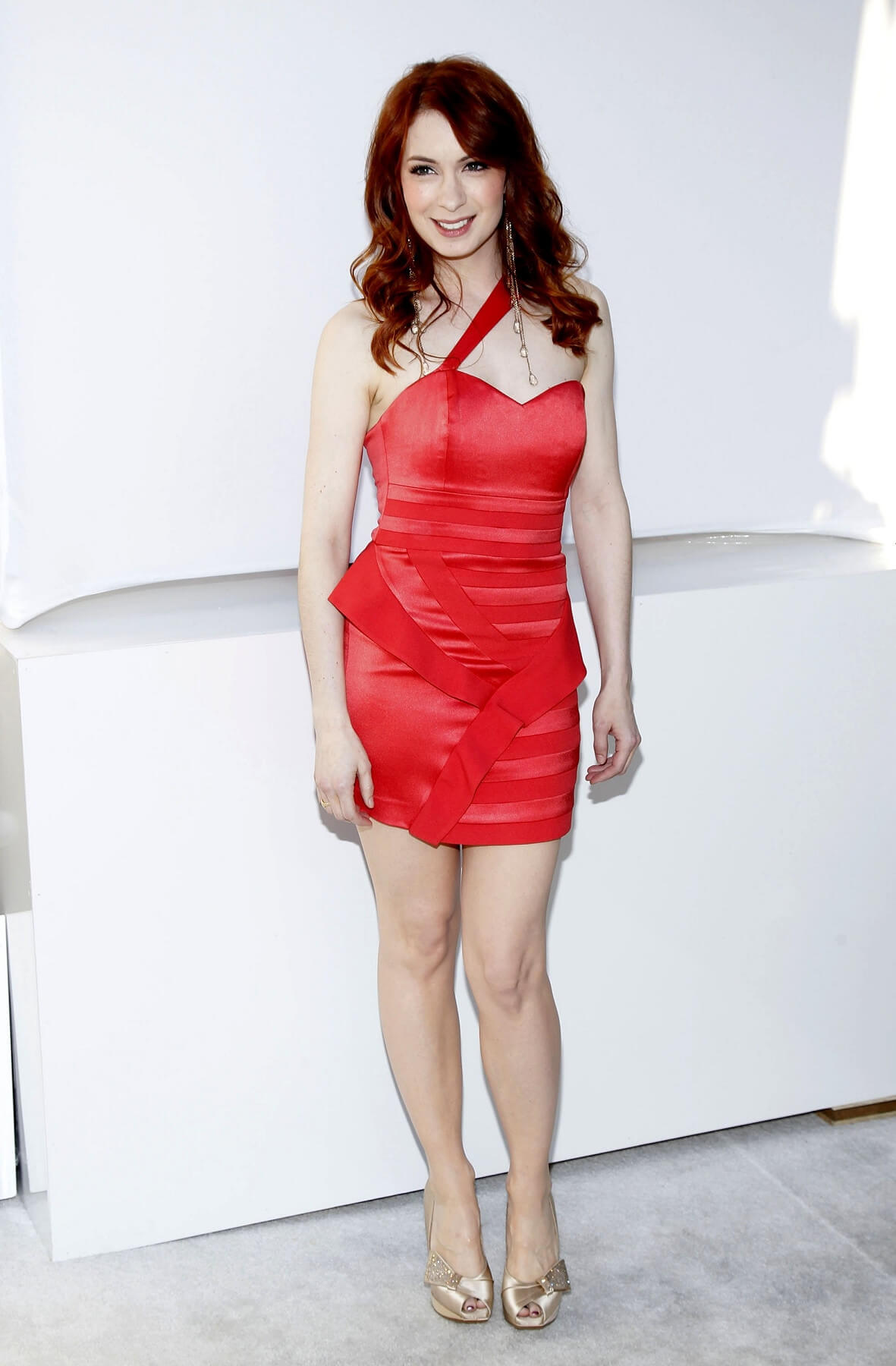 Felicia Day sexy red dres