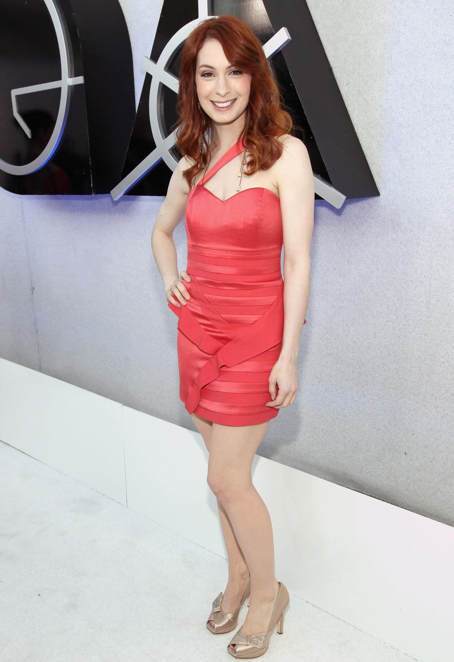 Felicia Day sexy red dress