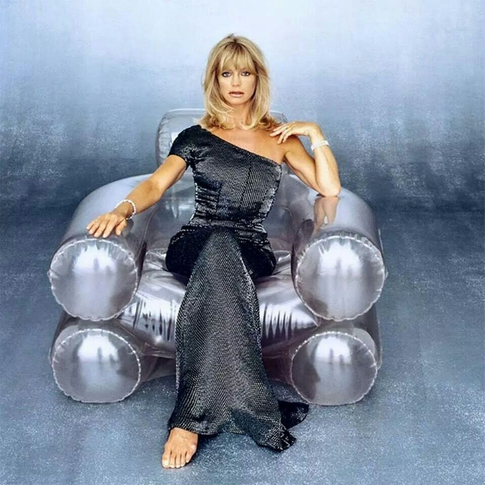 Goldie Hawn too hot picture