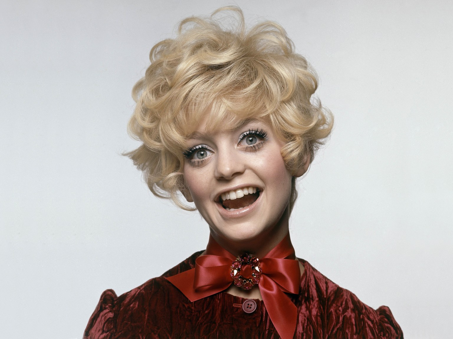 Apologise, goldie hawn ass overboard with