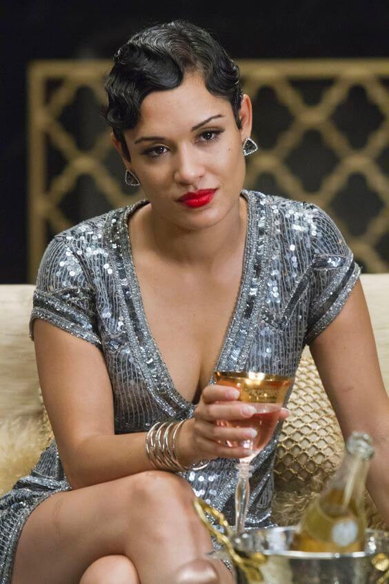 Grace Gealey cleavages pic (2)
