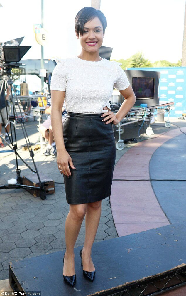 Grace Gealey feet hot (2)
