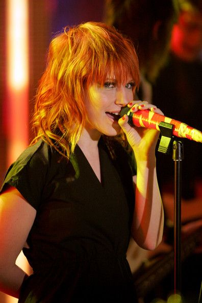 Hayley Williams Singing Song