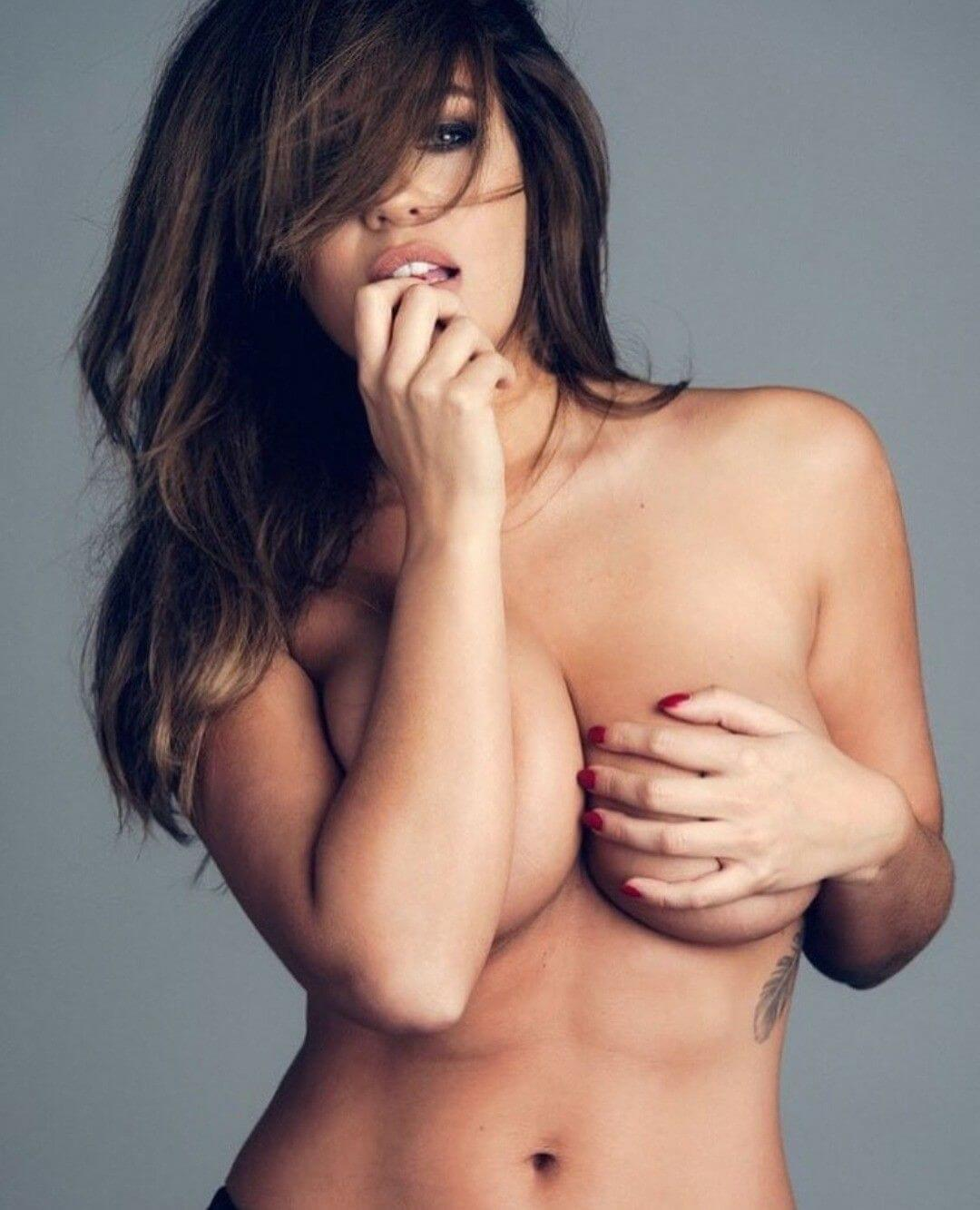 Holly Peers awesome topless