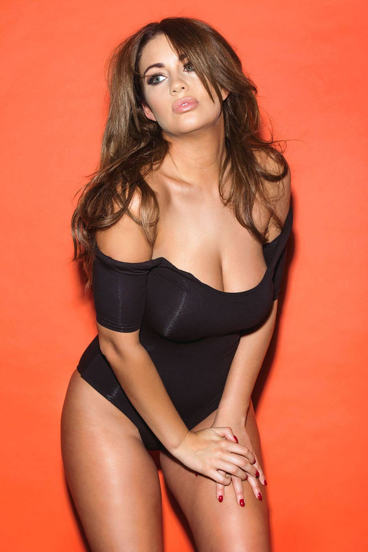 Holly Peers cleavages