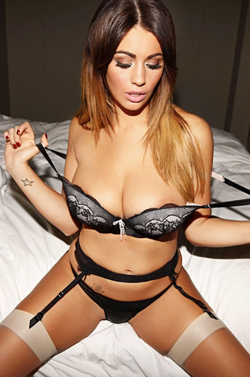 Holly Peers hot pictures