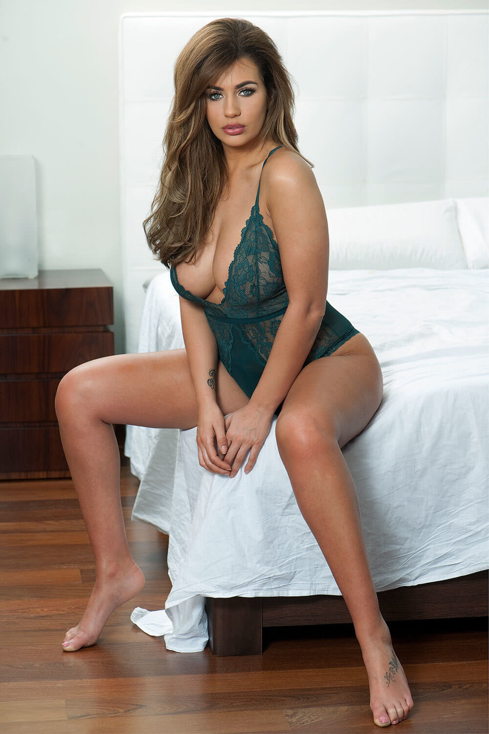 Holly Peers legs awesome pic