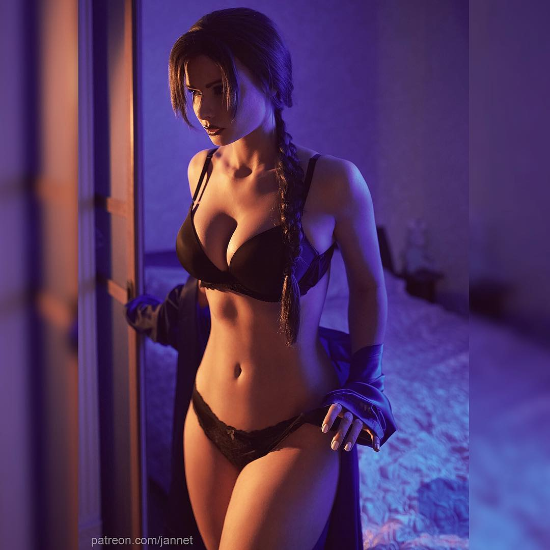 Jannet Incosplay Sexy Boobs Pictures in Black Bikini