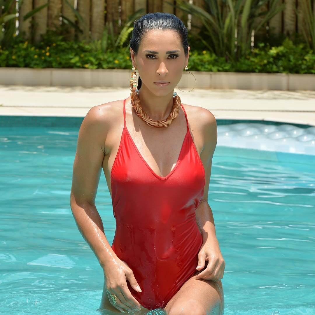 Jaqueline Carvalho red swimsuit