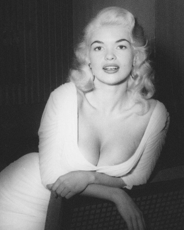 Jayne Mansfield hot busty pic (3)