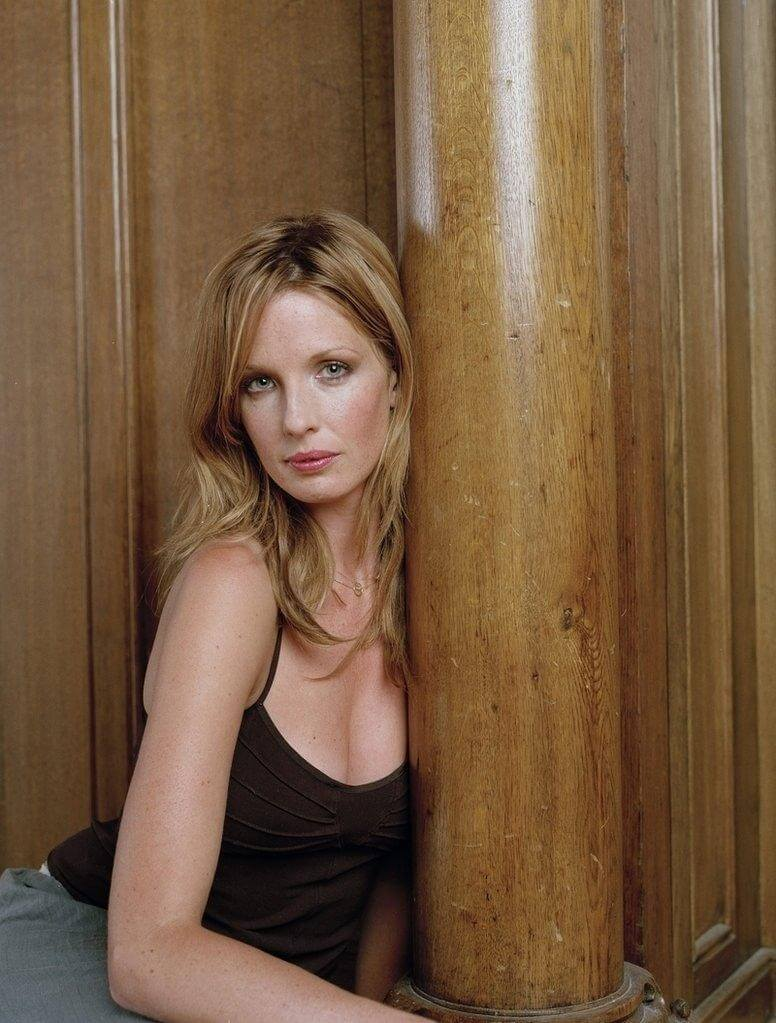 Kelly Reilly cleavge photo