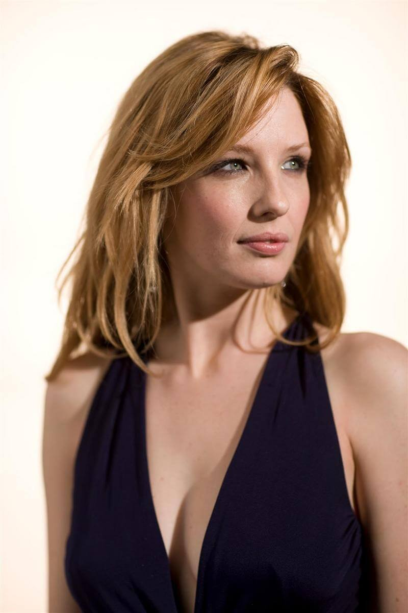 Kelly Reilly hot cleavage pic