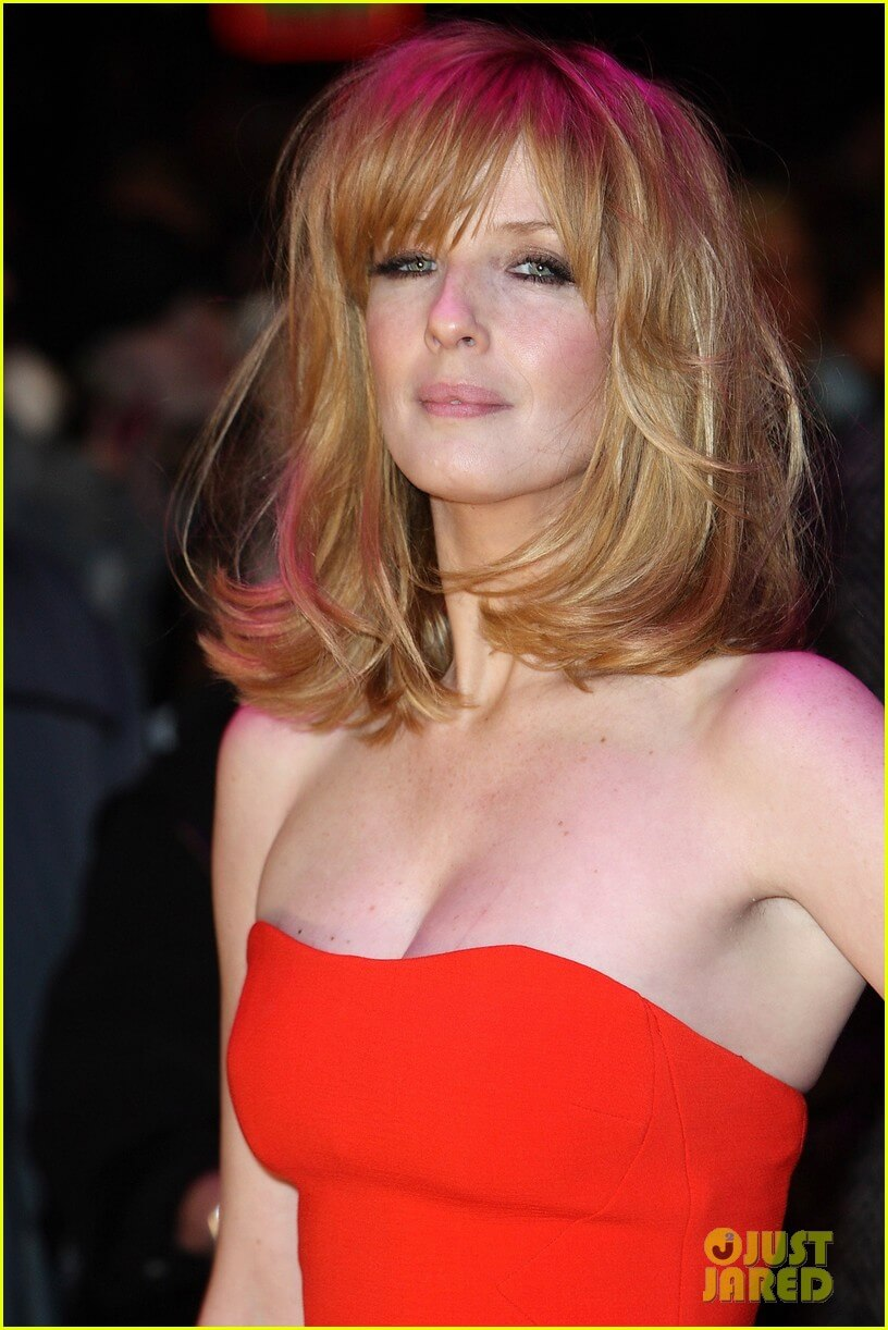 Kelly Reilly sexy red