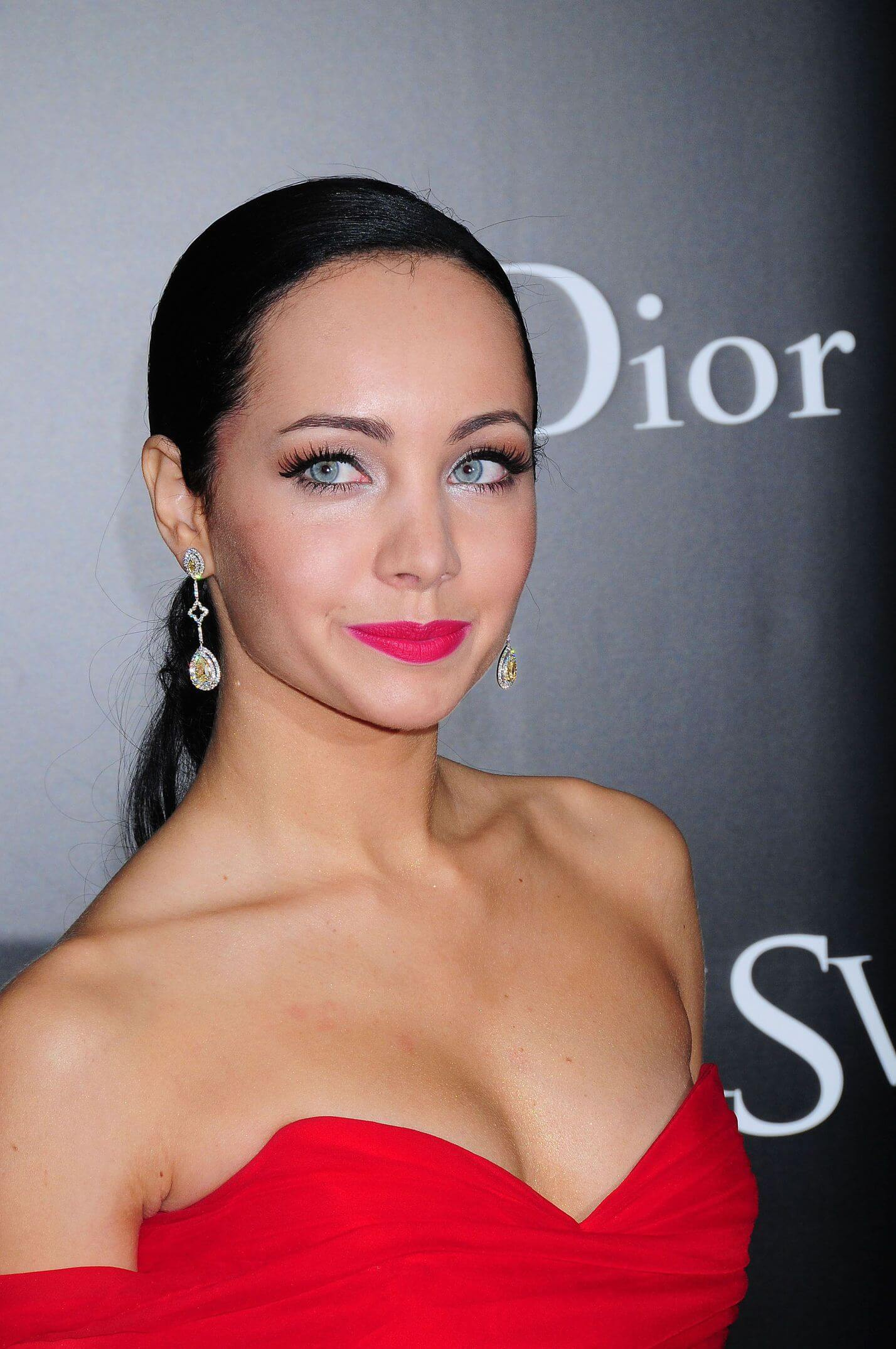 Ksenia Solo hot cleavages pic