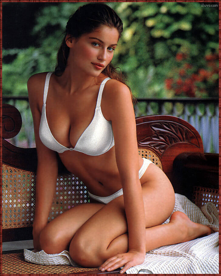 61 Hot Pictures Of Laetitia Casta Will Hypnotise You With