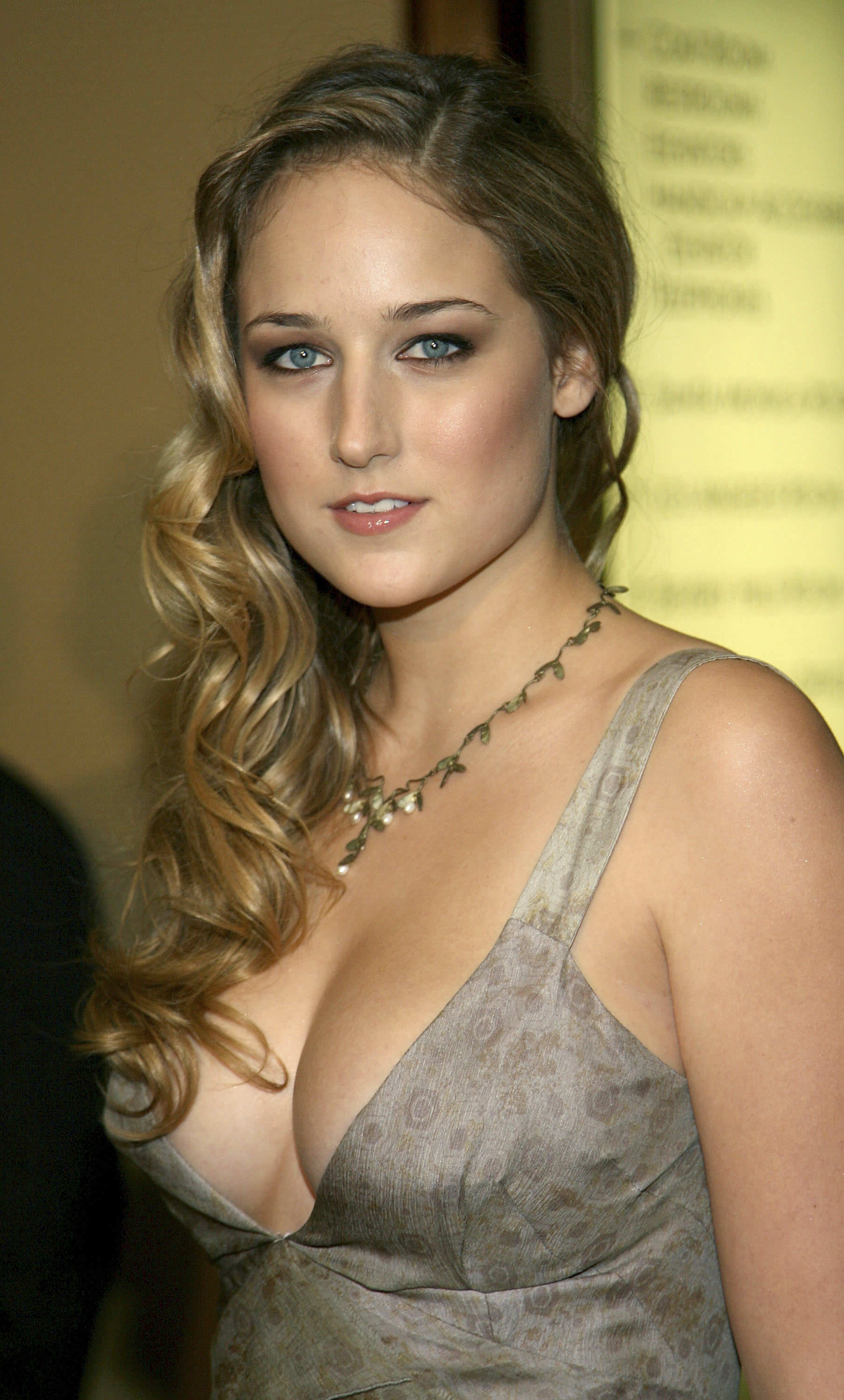 49 Hot Pictures Of Leelee Sobieski Which Will Make You Want Her Now