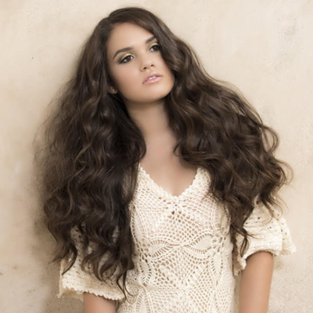 Madison Pettis hot cleavages picture