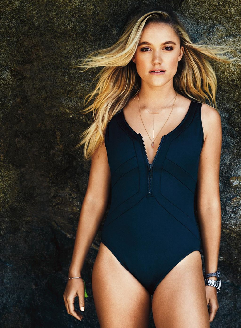 Maika Monroe very hot photo