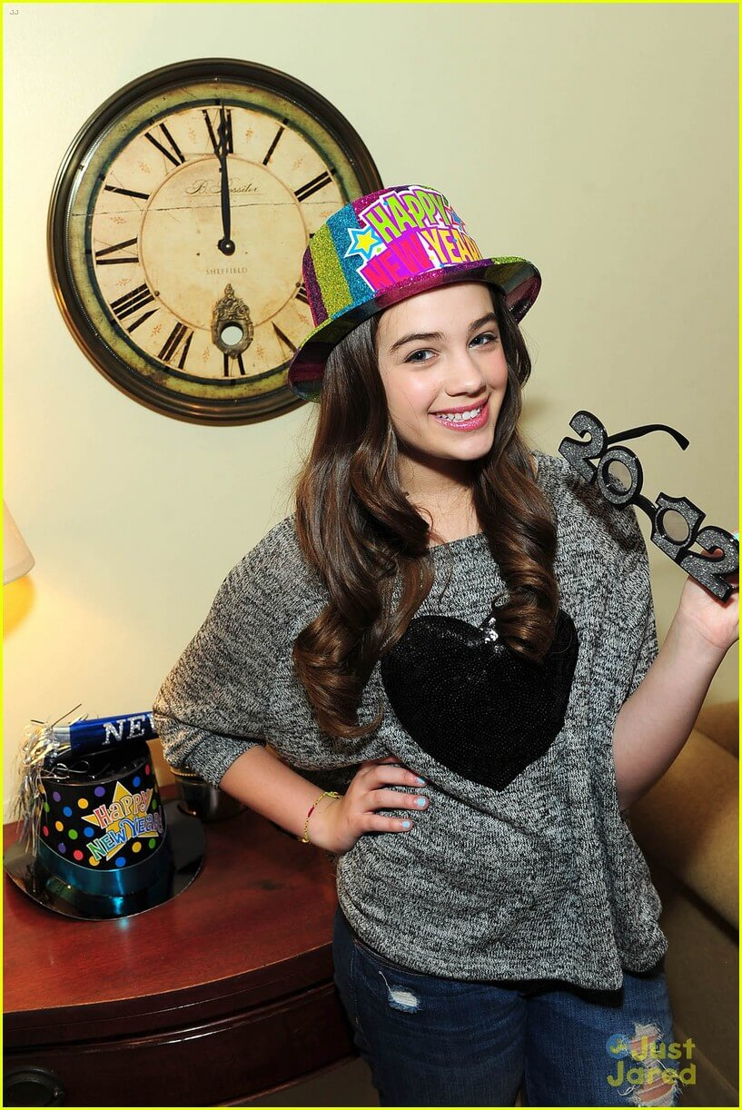 Mary Mouser hot pics (3)