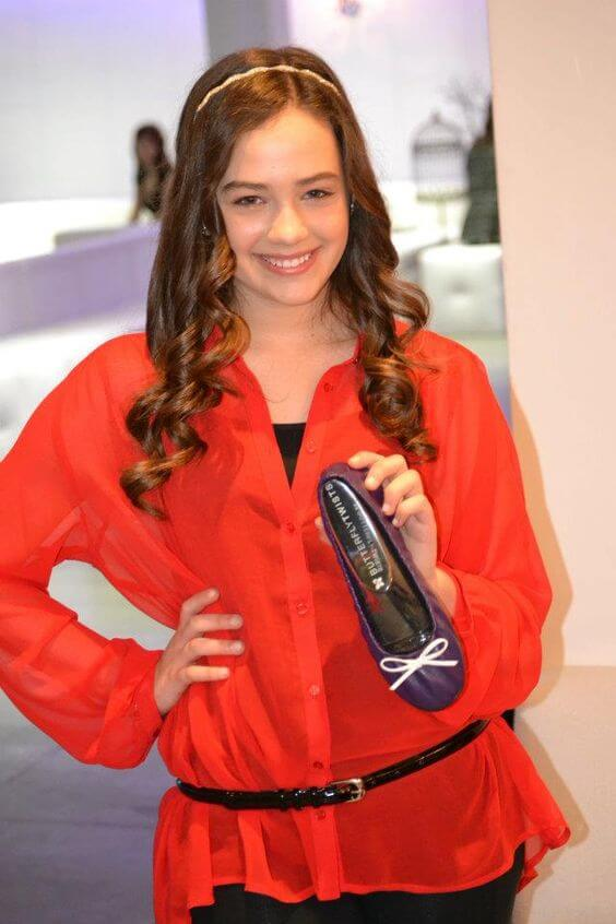 Mary Mouser hot pics