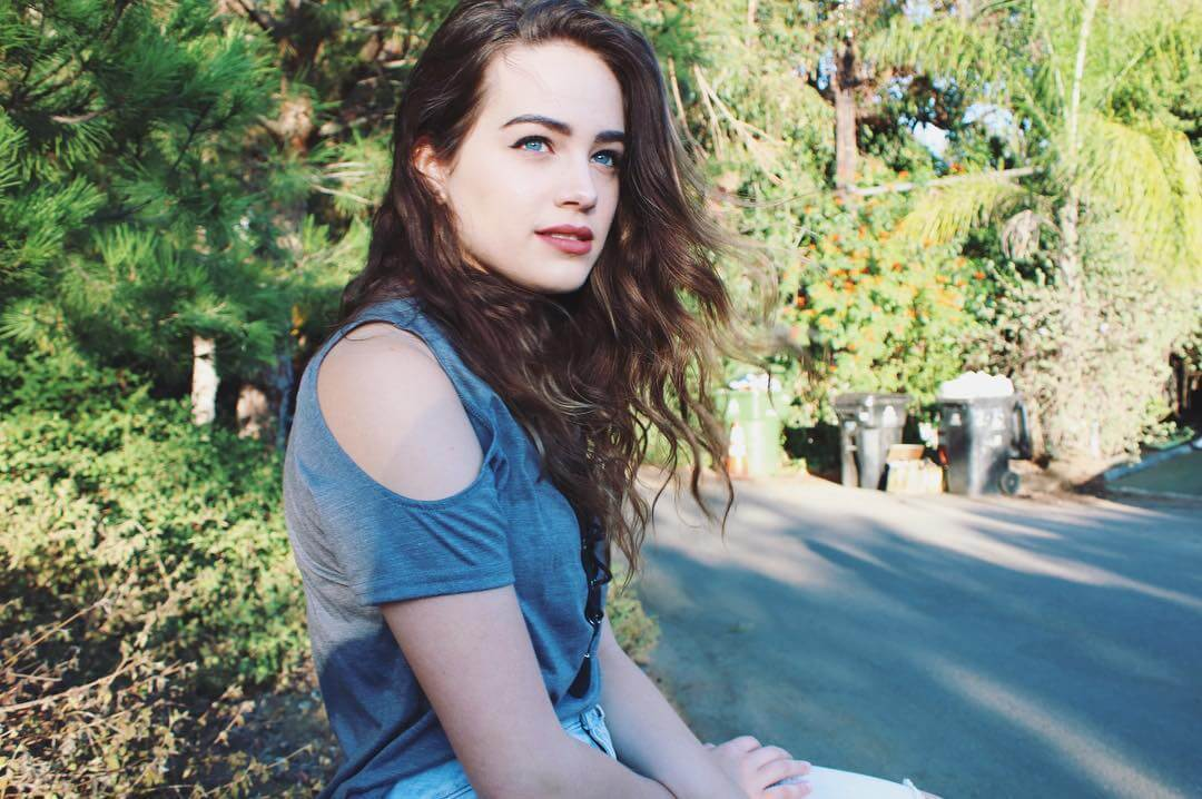 Mary Mouser hot pictures