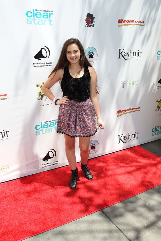 Mary Mouser sexy legs (4)