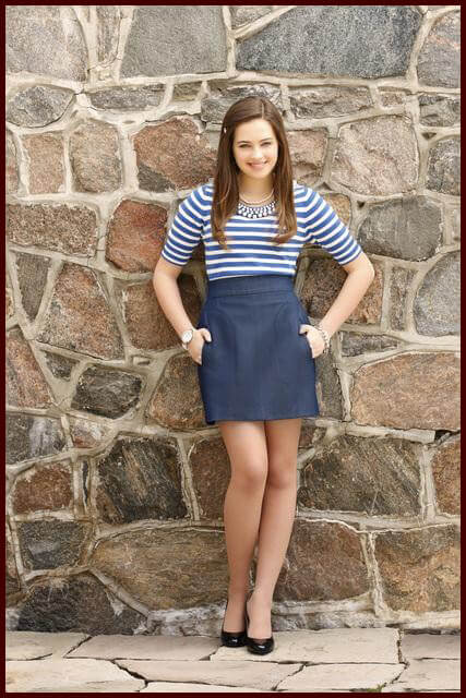 Mary Mouser sexy legs pic