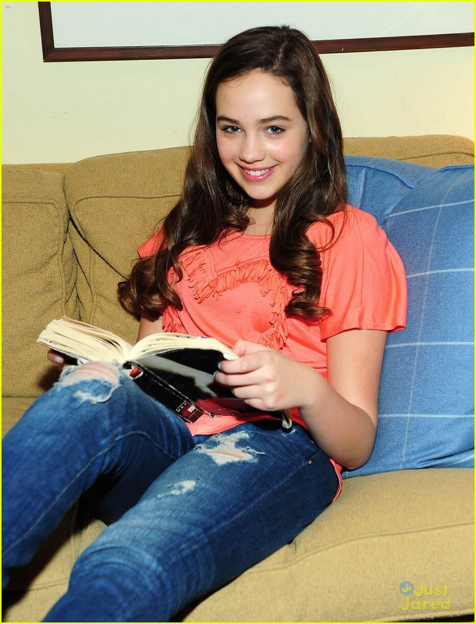 Mary Mouser sexy photo (2)
