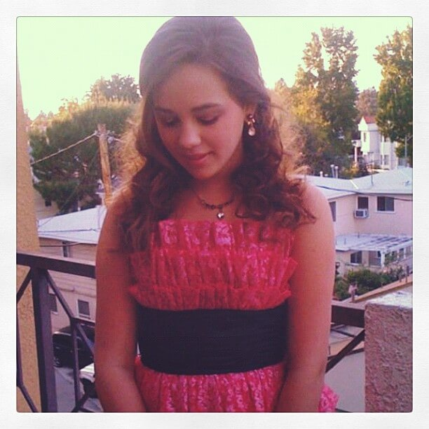 Mary Mouser sexy pics