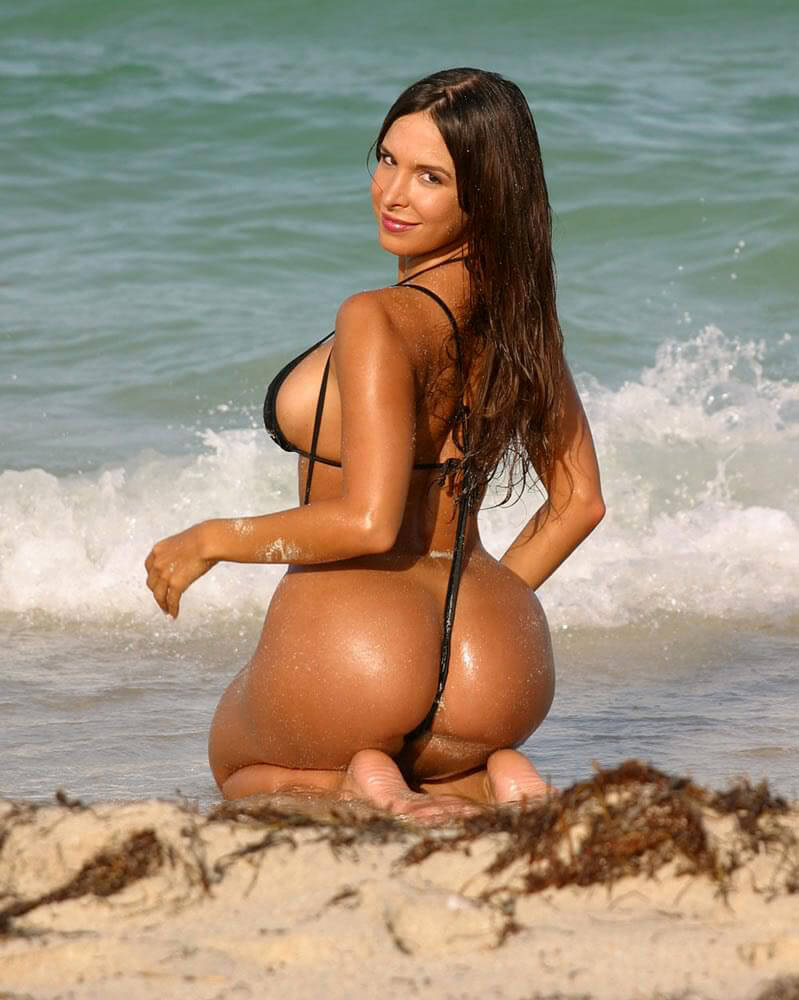 Mayra Verónica awesome butt